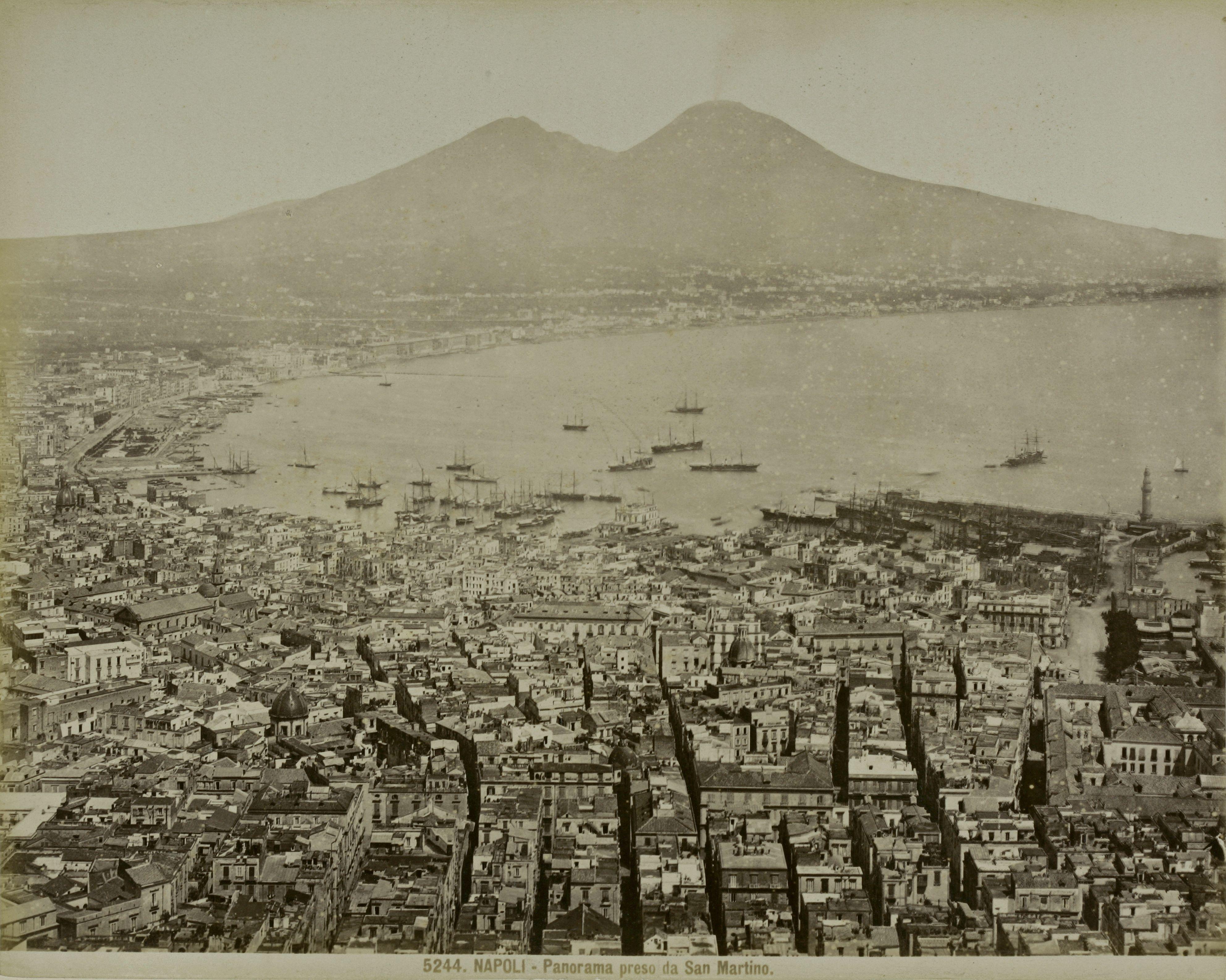 Италия. Неаполь. Панорама Сан-Мартино