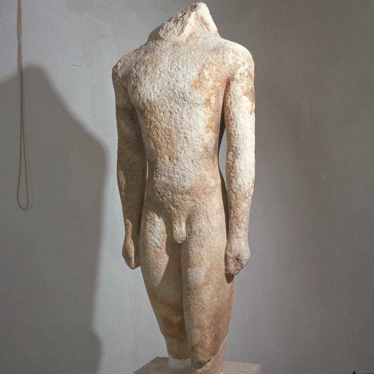 Делос. Музей, Фрагмент статуи из святилища Аполлона