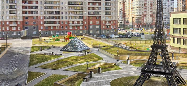 parizhskij-dvorik.jpg
