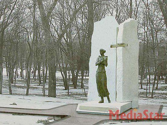 Памятник Елене Телиге должен появиться в Бабьем Яру!