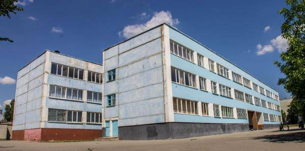 """Учительница-поп: В Виннице разразился скандал из-за педагогиню, которая """"изгоняет чертей"""" из детей и заставляет целыми уроками молиться"""