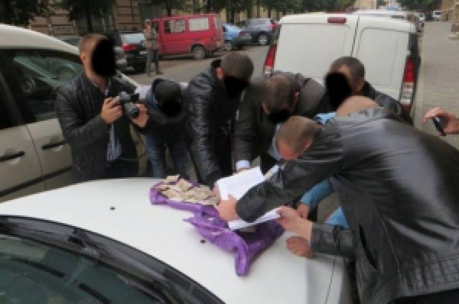 """Правоохранители задержали на взятке самозванца, который прикрывался """"Правым сектором"""""""
