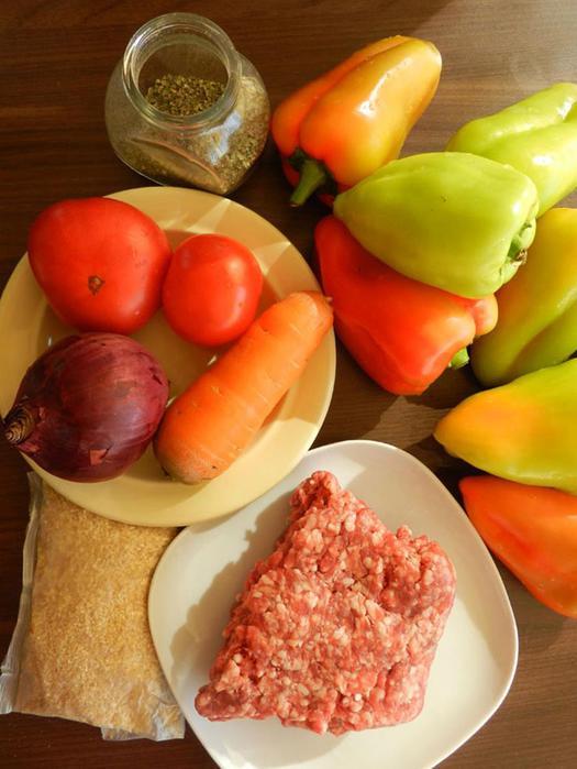 Перцы, фаршированные бараниной и пшеничной крупой