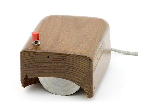 9. Компьютерная мышь. Первая мышь была создана в 1946 году. Несмотря на распространение смартфонов и