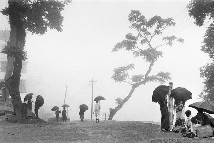 Индия, 1956 год. Город Дарджилинг, который находится в Восточных Гималаях, часто окутывают туманы и