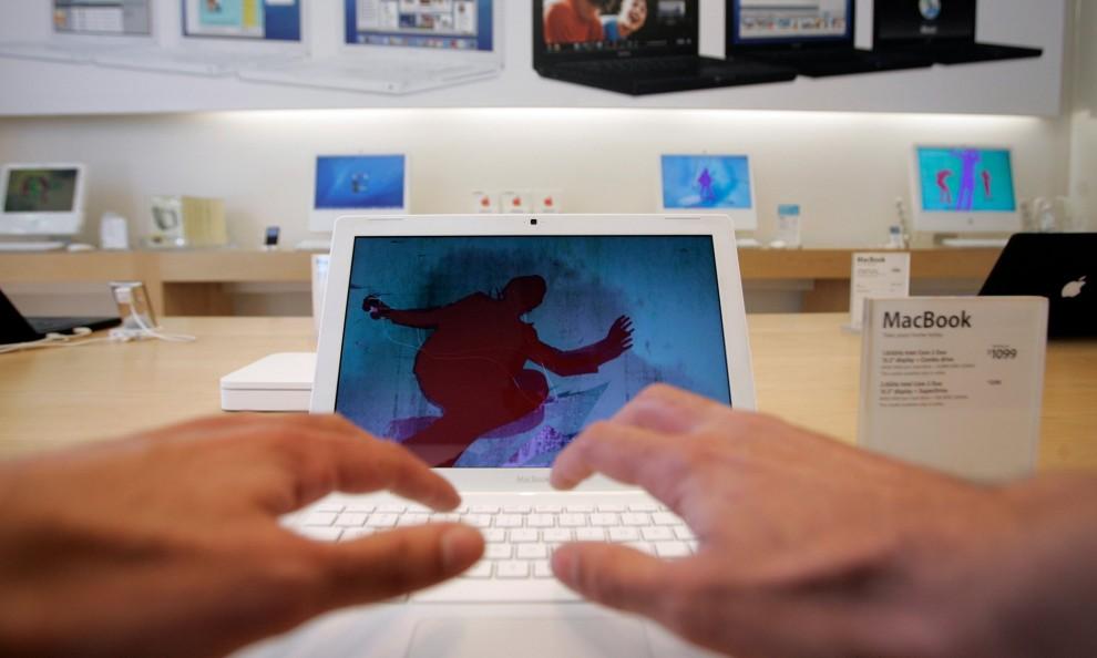 2007 После успеха iPod компания Apple выпустила iPhone, на разработку которого ушло 2,5 года.