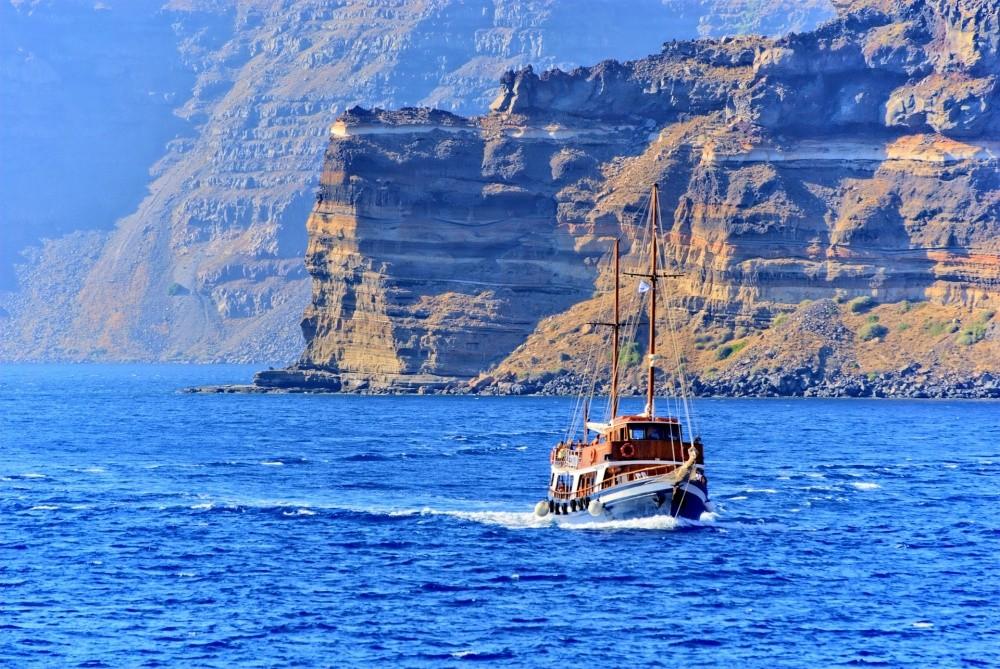 Здесь предлагают водные путешествия на любой вкус и кошелек — от поездки на маленькой рыбацкой лодке