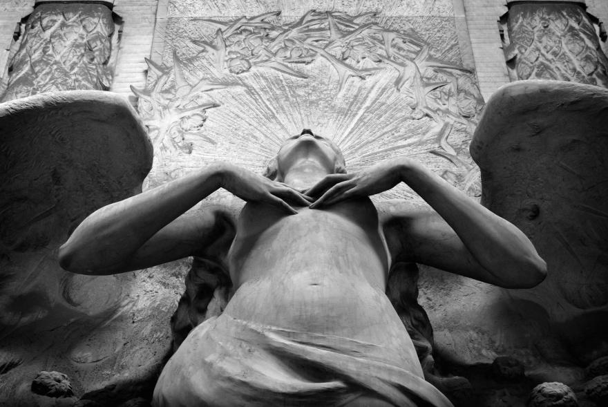 1. Расправь крылья Один из ангелов кладбища Стальено в Генуе.