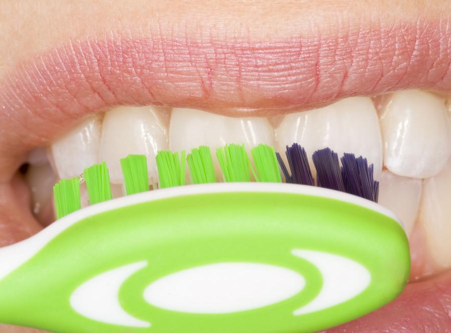 7. Не забывайте чистить зубы утром и вечером Чистить зубы нужно не только утром, но и за несколько м
