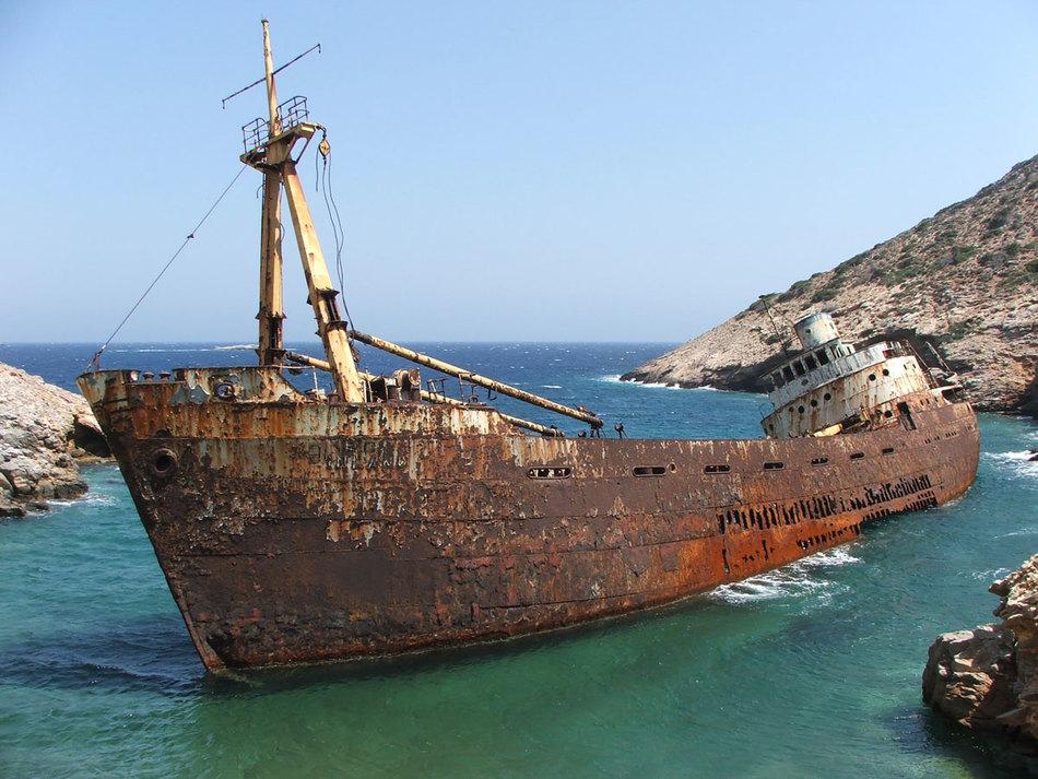 древние затонувшие корабли фото воды
