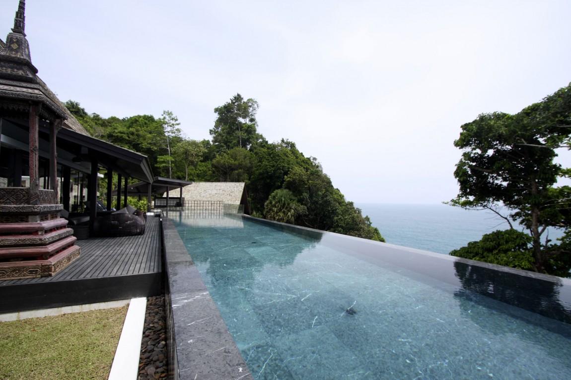 С террасы открывается потрясающий вид на красивые бирюзовые воды Андаманского моря. К вашим услугам