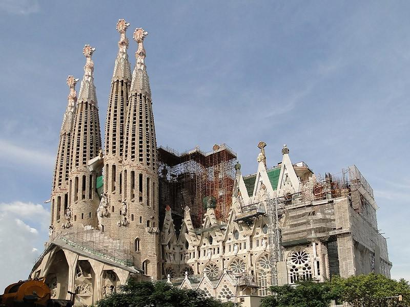 10. Саграда Фамилия В отличие от Собора Святого Иоанна, церковь Саграда Фамилия в Барселоне получила