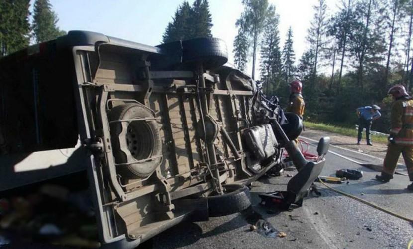 ВКузбассе перевернулся автобус сподростковой футбольной командой, есть погибшие