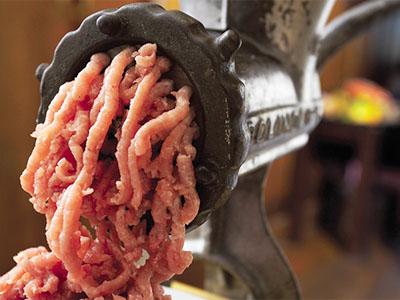 Стало известно, вкаких областях РФизбирателей подкупали колбасой