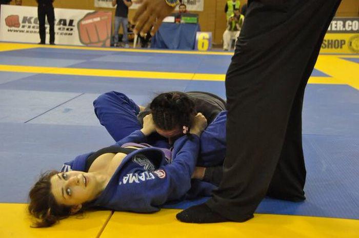 Девушка борец
