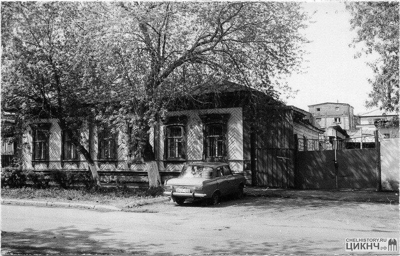 Елькина, 30-32