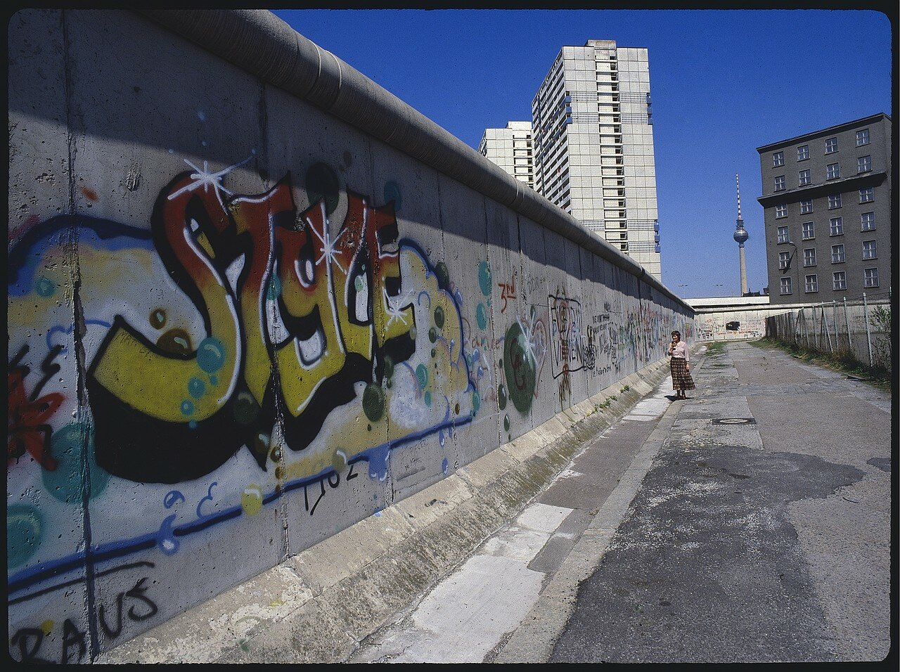 Западный Берлин.  Разделительная стена возле Фридрихштрассе