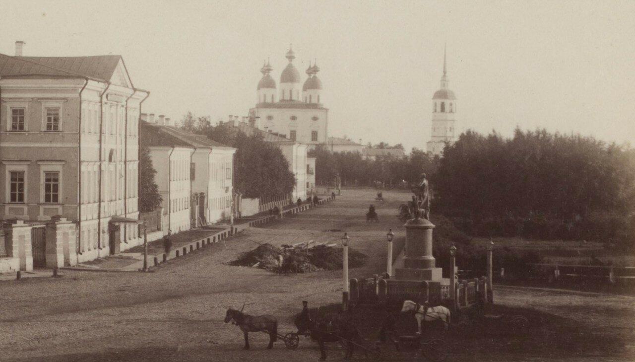 1887. Фотография сделана из здания Городской думы на Ломоносовской площади