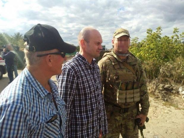 Уже на подконтрольной Киеву территории: СБУ показала встреча освобожденных пленных с близкими и коллегами (фото)
