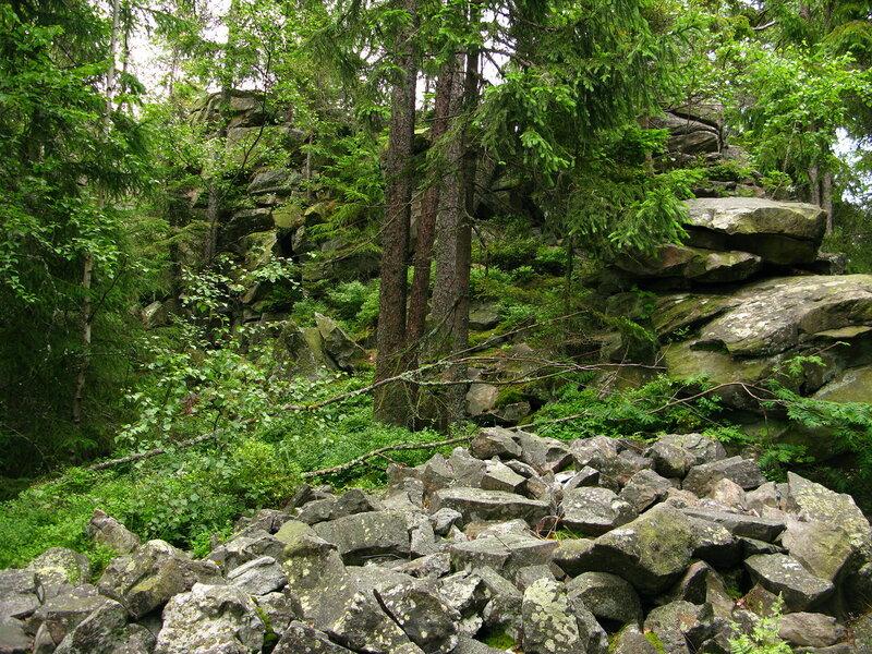 То ли остатки крепости, то ли просто камней навалило...