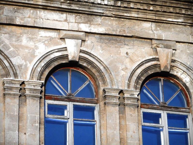 Керчь, Романовская гимназия более, нового, гимназия, всего, конечно, улица, Оригинал, разных, происходит, целом, выглядит, ансамбль, зданий, стилизацией, близких, который, обозвал, основном, Ренессанс, Автором