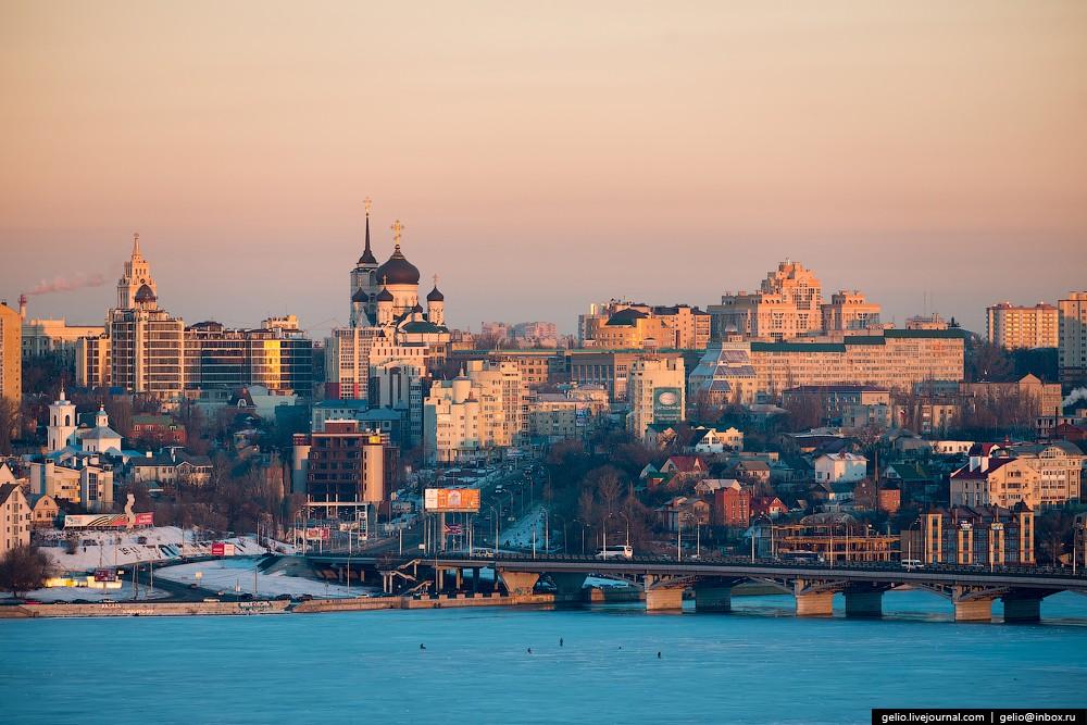 Воронеж был основан как сторожевая крепость в 1585 году. В 1696 году, после неудачного Первого Азовс