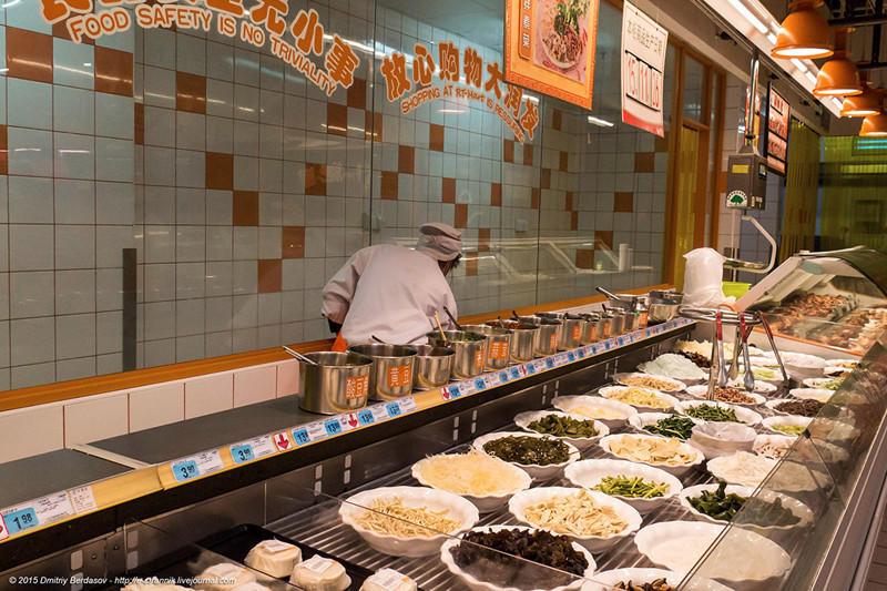 30. Большой ассортимент и китайских блюд с лапшой и рисом.