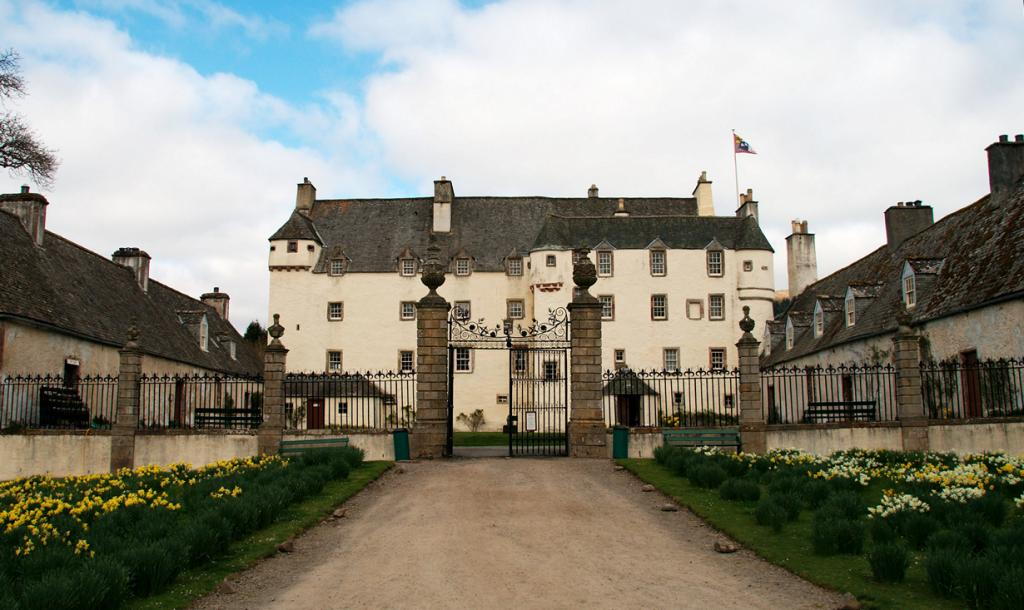 Великобритания. Шотландия. Замок Тракуэр. Здание было построено в 1107 году и являлось местом от