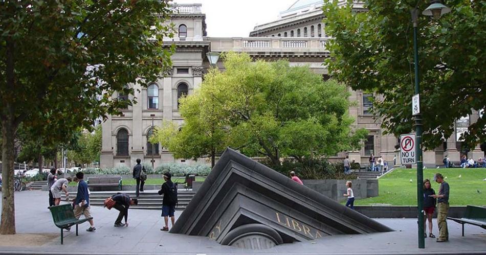 «Большие предметы» Подобных конструкций огромных предметов в Австралии насчитывается свыше 150.