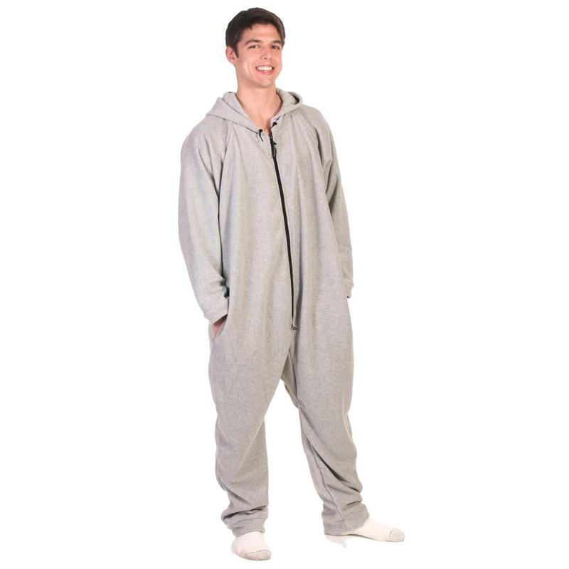 6. Ночью не даст замерзнуть теплая и удобная мужская пижама-комбинезон.