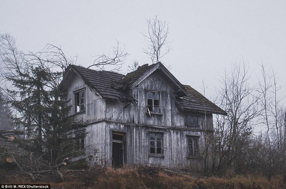 Многие дома, на которые натыкалась Бритт М, были покинуты фермерами, рыбаками или лесными работникам