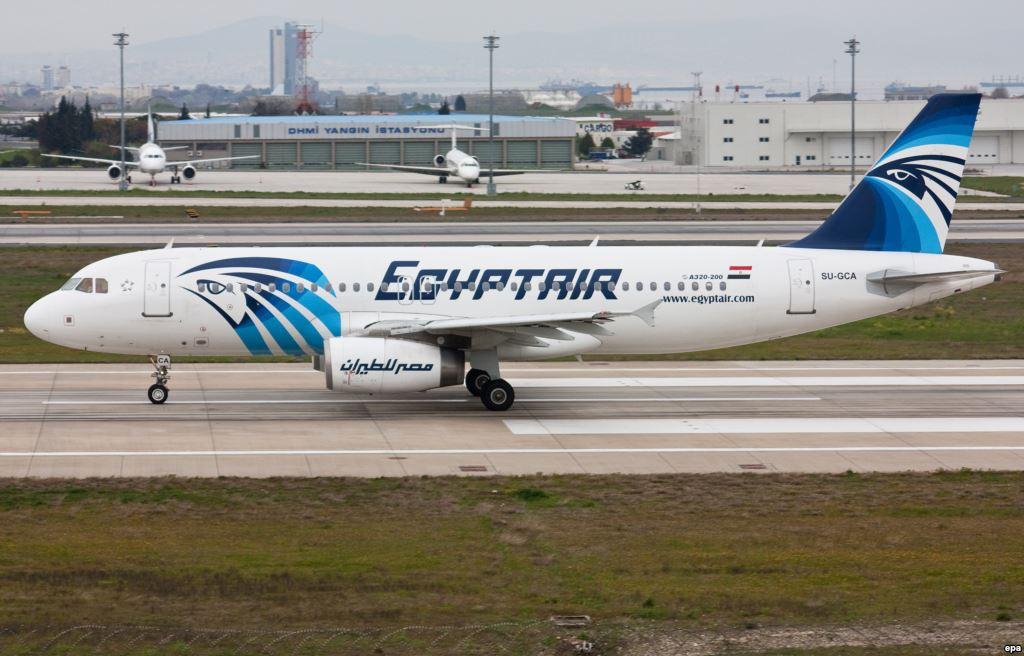 Уупавшего вморе самолета EgyptAir зажегся туалет