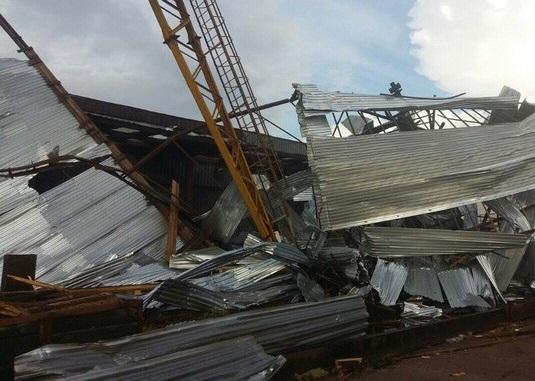 Упавшие краны, сорванные крыши иперевернутые машины— Смерч вСыктывкаре