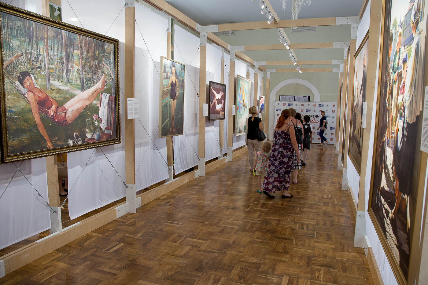 Выставка картин в Анапе фото