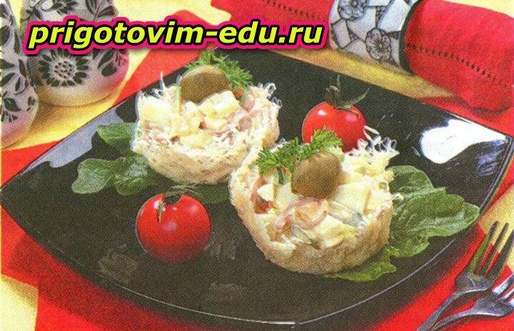 Сырные корзиночки с кальмарами и огурцом