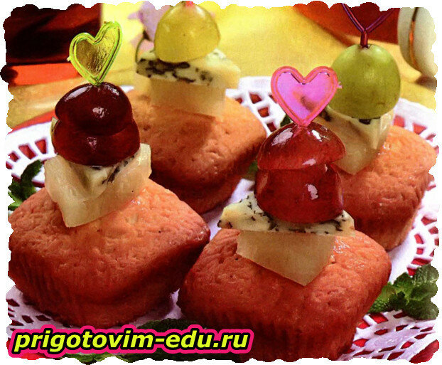 Десертные канапе с фруктами и сыром