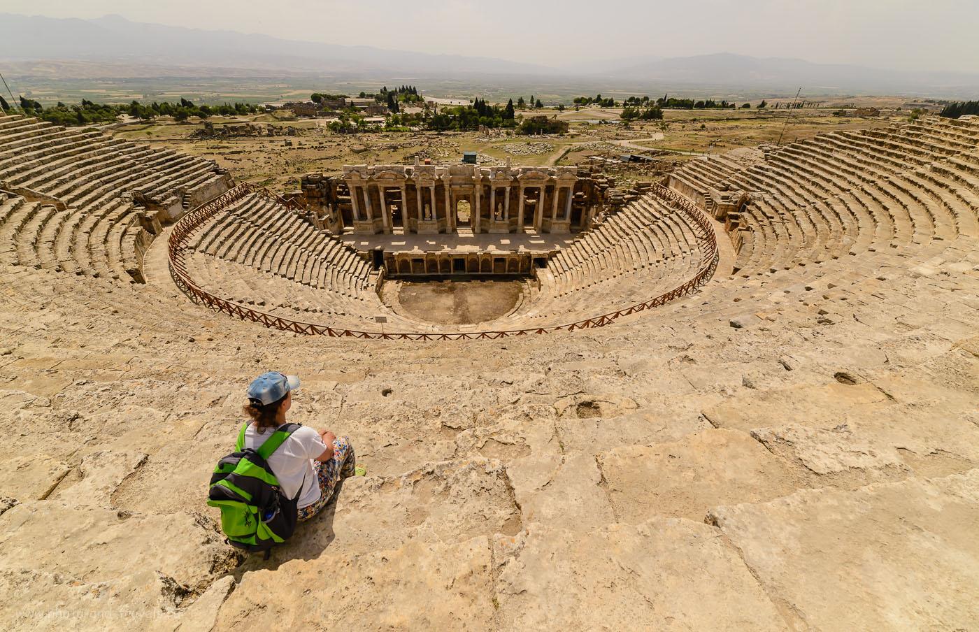 Фотография 32. Амфитеатр в античном городе Иераполис (Ἱεράπολις – священный город), рассчитанный на 10-12 тысяч зрителей. Отчеты туристов и описание достопримечательностей, посещенных во время отдыха в Турции. 1/2000, 8.0, 500, 14.