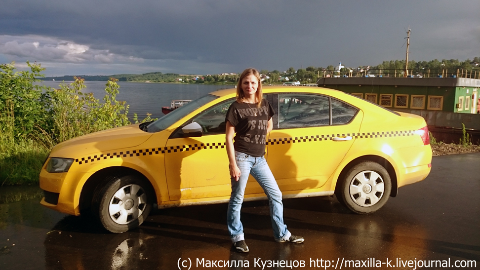 Юля - водитель такси
