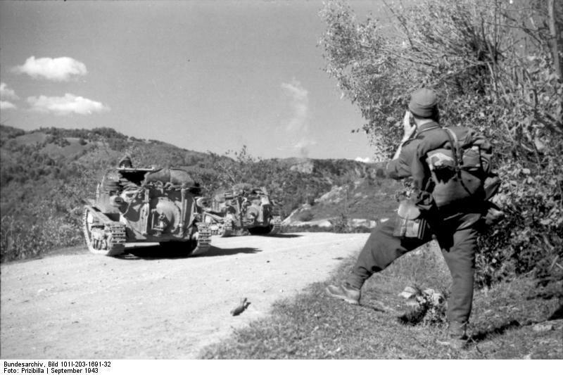 Albanien, deutscher Soldat, italienische Panzer