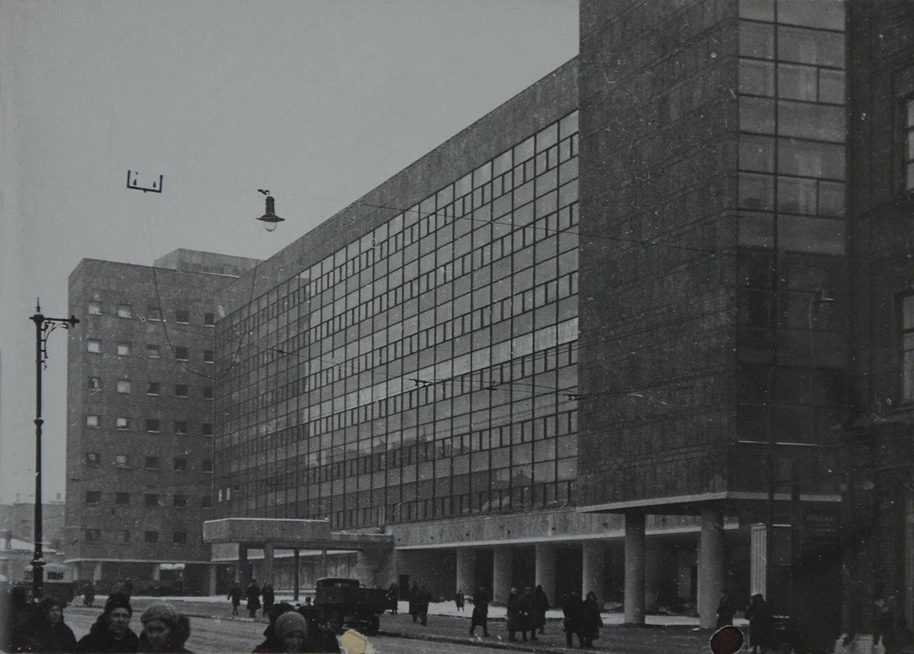1933. Здание Наркомлегпрома — министерства легкой промышленности. Архитекторы Ле Корбюзье, Колли Н.Я.