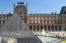 Быть в Париже, не увидев Лувр, преступление