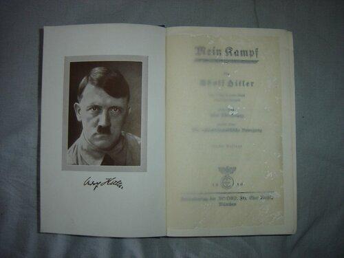 В Германии книга Гитлера Mein Kampf стала бестселлером
