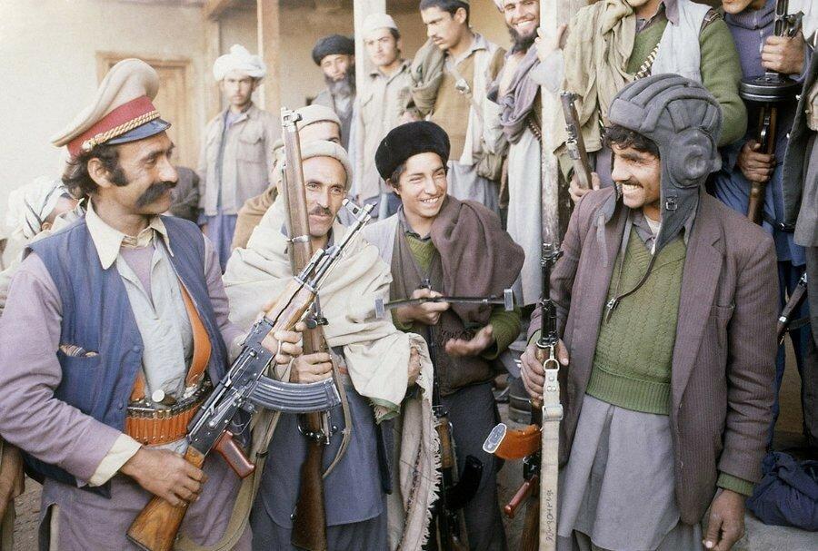 Отряд афганских душманов недалеко от Кабула, 21 февраля 1980. Фото AP Photo.jpg