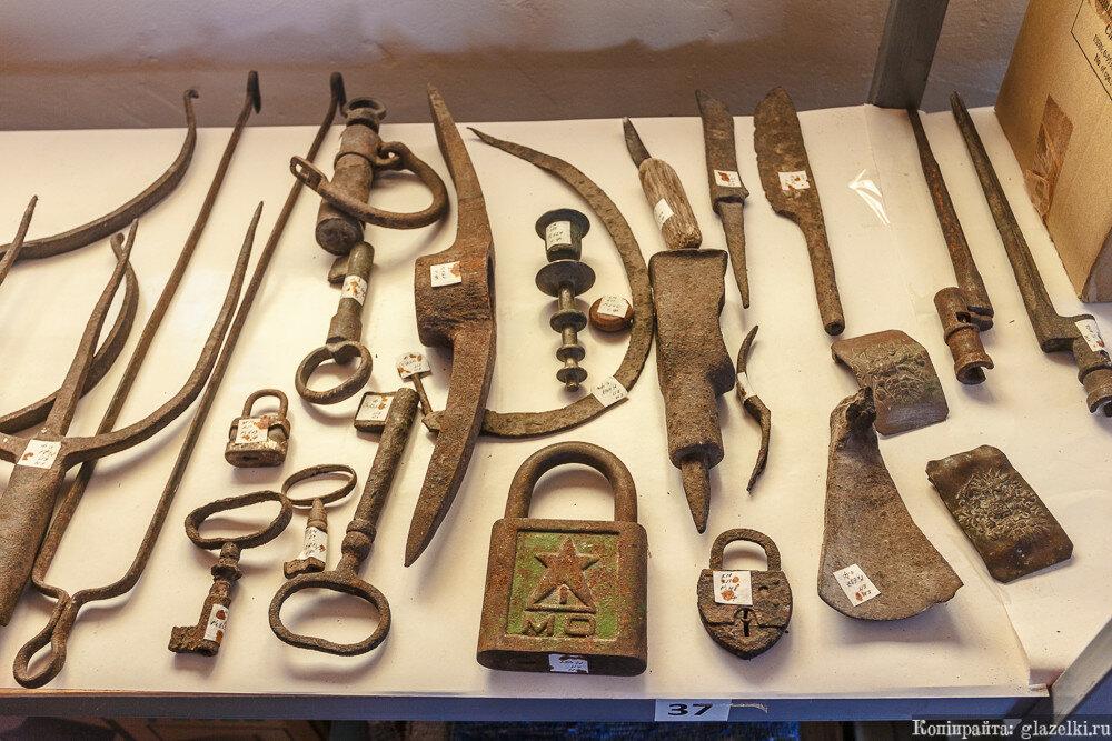Запасники карадуванского музея.