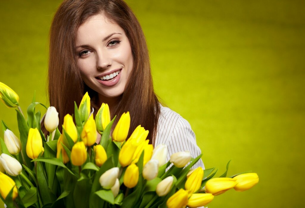 Tulips_Brown_haired_Face_473799.jpg