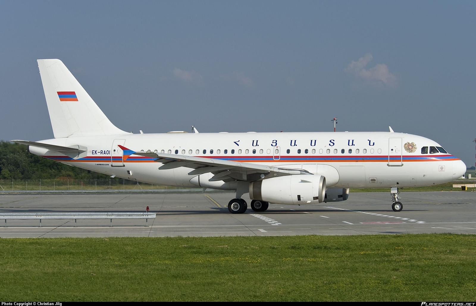 Беларусь. Авиакомпания Belavia эксплуатирует Boeing 767-300ER (фото 1), Boeing 737 Business Jet и Ту