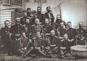 Штаб 3-й гвардейской дивизии (3-й слева в среднем ряду - генерал Н. П. Криденер)
