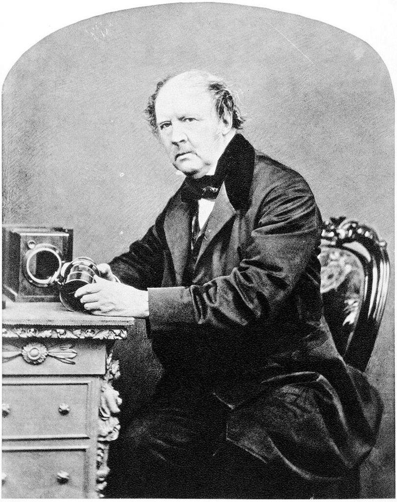Уильям Тальбот -William_Henry_Fox_Talbot,_by_John_Moffat,_1864.jpg