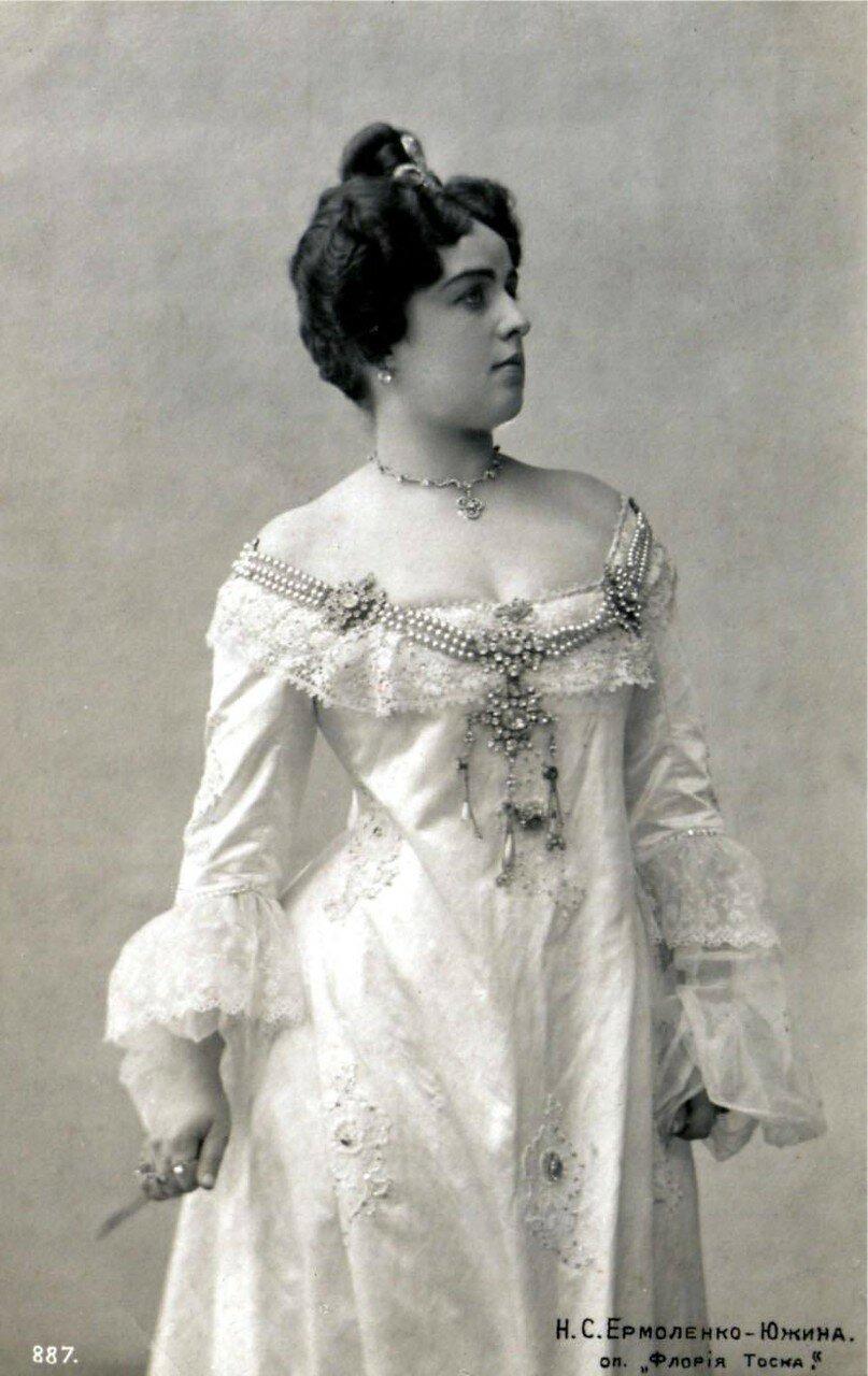 Ермоленко-Южина Наталия Степановна. Вернувшись в Россию, начала артистическую деятельность, в 1900 дебютировала на оперной сцене в петербургской частной антрепризе А. А. Церетели