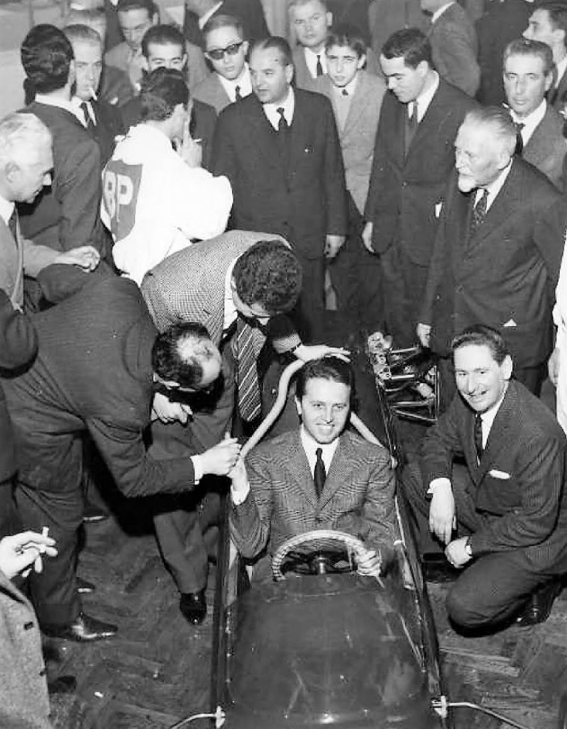 Машина у Карло Кити получилась интересная. Это была интригующая смесь инновационных и стандартных дл